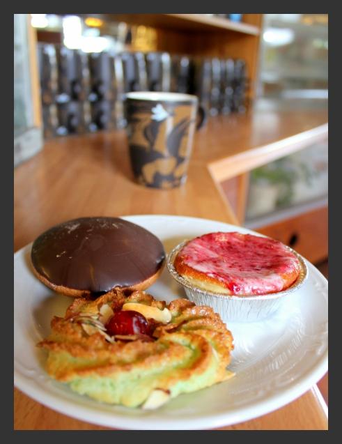 kaffe med biskvi och kakor